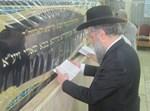הגר''ד יוסף בקבר הבאבא סאלי