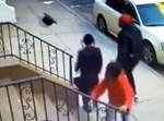 קבוצת שחורים מתעללת בבחור חסידי