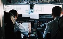 טייסים בתא הטייס. אילוסטרציה