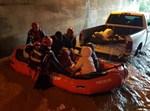 """חילוץ אב חרדי ושלוש בנותיו מהצפה בכפר חב""""ד"""