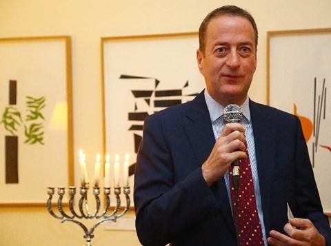 הדלקת נרות חנוכה עם שגריר בריטניה בישראל