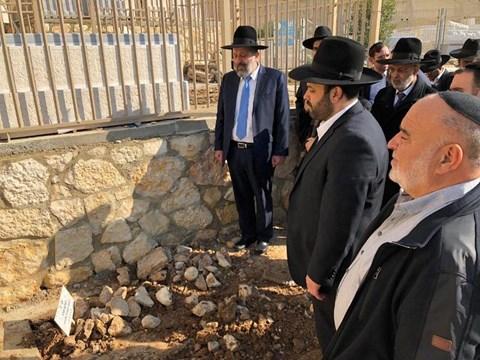 """סיעת ש""""ס בבקשת מחילה בקברו של הרב יעקב כהן זצ""""ל"""