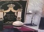 פורץ בבית הכנסת