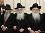 ניחום אבלים אצל הרבנים לבית פינטו