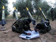 מחבלי חמאס לפני שיגור טילים