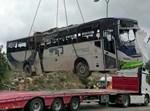 פינוי האוטובוס מהתאונה הקטלנית