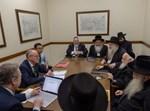 הרבנים בפגישה היסטורית בארמון בלונדון