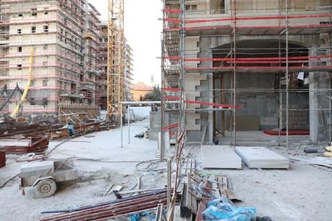 הבנייה בעיצומה