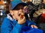 אל תתנו לילד סיבות לאכול סתם. אילוסטרציה