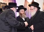 """הרב ישראלי מימין עם יבלחט""""א הרבי מצאנז"""