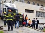 אדם נמחץ למוות ממשאית על קיר ישיבה