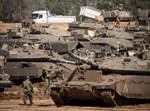 """טנקים של צה""""ל בגבול רצועת עזה"""