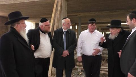 סיור הרבנים והנדיבים בישיבה הנבנית