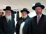 הרבנים מגיעים למאפיית המצות