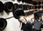 ילדים חסידים עם שטריימל. צילום אילוסטרציה: פלאש 90