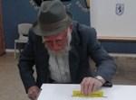 """רבי יהושע אייבשיץ ז""""ל מצביע ביום הבחירות בירושלים"""