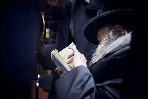 הרבי מטשערנאביל בביקור בספריית שניאורסון