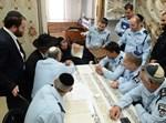 """מפקדי המשטרה אצל הגר""""ח קנייבסקי"""