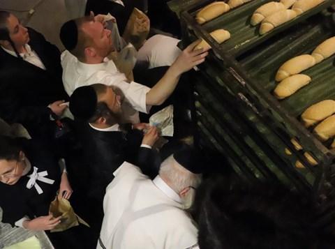 התנפלות על החמץ במוצאי החג בגרליץ