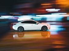 רכב שועט במהירות