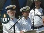 החזן מרדכי לוי בבית העלמין הצבאי באשדוד