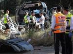 מתנדבים חרדים בזירת תאונה קטלנית