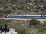 רכבת בישראל, חולפת על פני חרדים