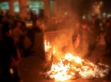 פח אשפה עולה באש