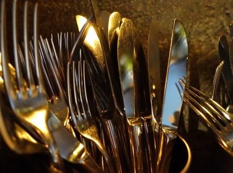 סכינים ומזלגות