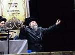 הרבי מרחמסטריווקא בהדלקה בירושלים