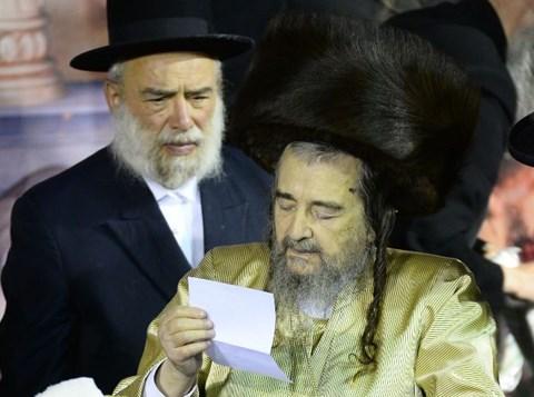 """ההדלקה של הגה""""צ רבי יעקב מאיר שכטר"""