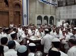 ריקודים בישיבת שבי חברון ביום ירושלים