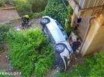 הרכב לאחר נפילתו לחצר