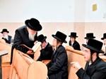 בחורי 'מחוננים' של ויז'ניץ נבחנים אצל גדולי ירושלים