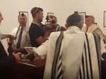 """פרצו בשירת """"עם ישראל חי"""""""