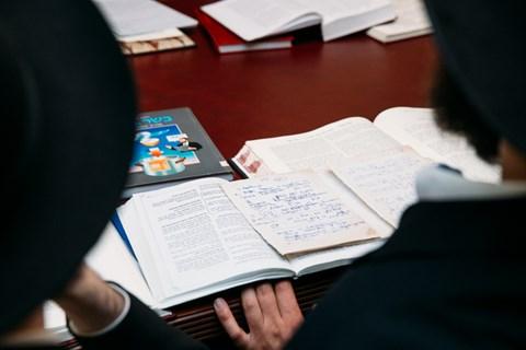 """הסמכת י""""ד תלמידים במוסקבה לרבנות"""