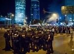 קבוצת שוטרים באחת ההפגנות אמש