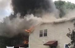 בית עולה בלהבות במונסי