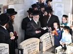 הרבי מסערט ויז'ניץ בציון אביו ה'חכמת אליעזר'