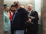 הרב יצחק ורפי גינת במעלית בית המשפט