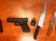 נשק וסכינים שאותרו ברכב