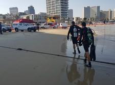הצוללנים שבים אל החוף