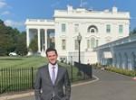ברקוביץ' על רקע הבית הלבן