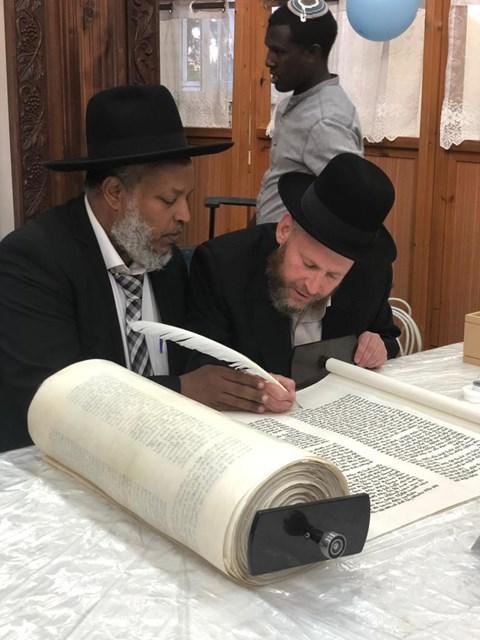הכנסת ספר תורה בקהילת אלישיב