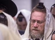 יצחק פינדרוס בתפילה ביום הבחירות
