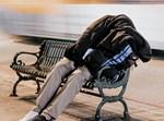 הומלס ישן ברחוב. אילוסטרציה
