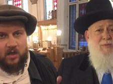 הרב יצחק ארנברג מימין וולוועל לוטרסט