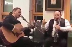 מרדכי פיקסלר ואמן הגיטרה אבי וייס