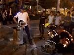 פעולות חילוץ מתוך פח האשפה