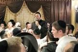 ליפא שמלצר שר בסוכה 'סוכל'ה'